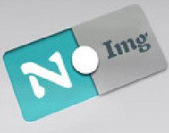 Sedia da ufficio blu su rotelle reclinabile con braccioli